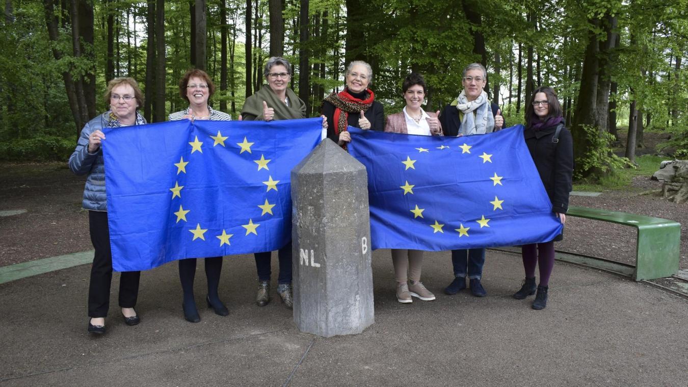 Frauen Zeigen Flagge Für Europa Aufruf Vor Eu Wahlen