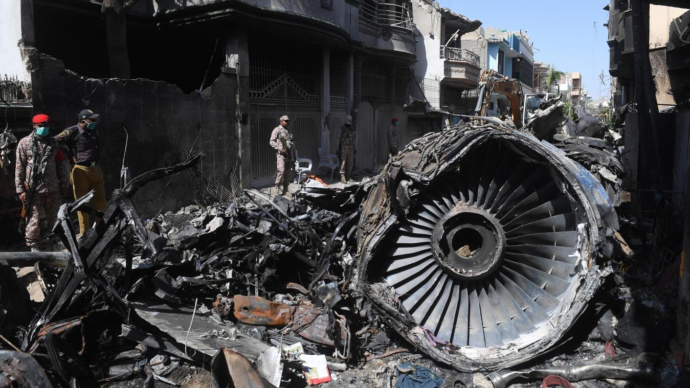 Stimmenrekorder nach Flugzeugunglück in Pakistan gefunden - GrenzEcho