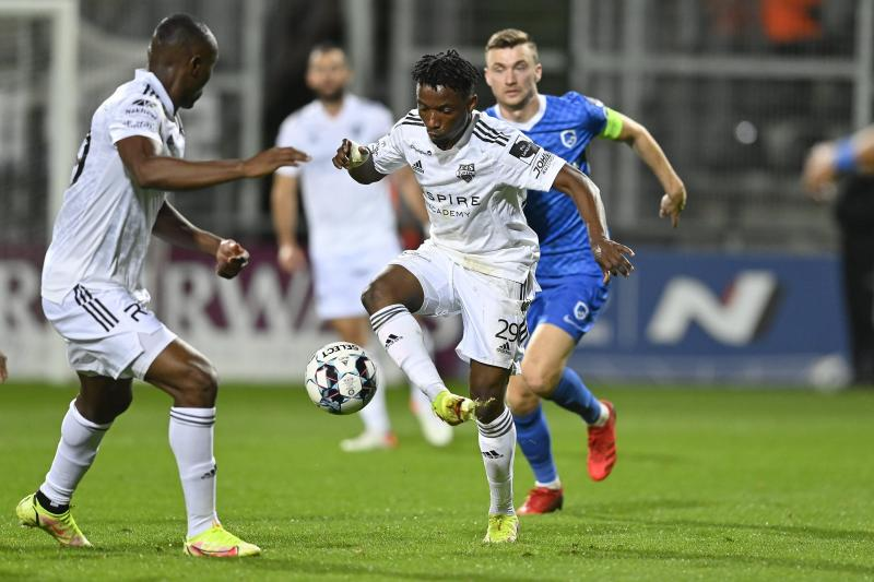 """<p></noscript> Isaac Nuhu was the original in the AS Eupen game. </p> <p>""""/><figcaption>Isaac Nuhu was the original in the AS Eupen game.<br /> </figcaption></figure> </p> <p>However, Eupen reacted brilliantly: after only five minutes of 0: 1 Brevlik equalized with a hand penalty.  Via Nohu, who was undoubtedly one of the highlights, Yobin had more chances in an overall good first half.  In the 38th minute, Amat hit the post from an offside position.  Genk didn't have any more convincing chances until the break.  Eupen was allowed to believe the point was won, but he ran into pressure after the break.  Seconds into the first half, Eto'o hit the post.</p> <p><figure><img class="""
